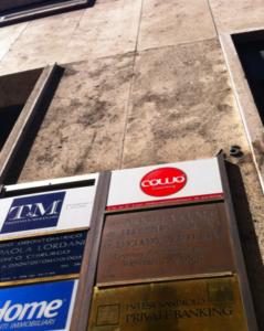 Coworking Cowo - Insegna allo spazio di Genova in Piazza DeFerrari